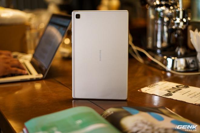 Mở hộp Samsung Galaxy Tab A7: thiết kế pha lẫn hoài cổ và hiện đại, loa là điểm mạnh - Ảnh 6.