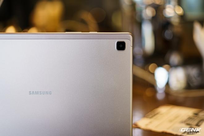 Mở hộp Samsung Galaxy Tab A7: thiết kế pha lẫn hoài cổ và hiện đại, loa là điểm mạnh - Ảnh 8.