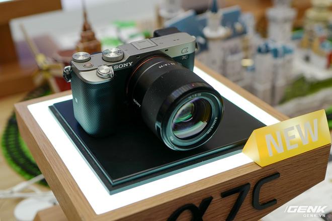 Máy ảnh thay ống kính Full Frame nhỏ nhất của Sony chính thức bán ra tại thị trường Việt Nam, giá 41,99 triệu đồng cho thân máy - Ảnh 3.