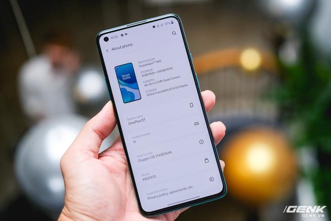 Ảnh thực tế OnePlus 8T tại Việt Nam: Bản cắt giảm nhẹ từ OnePlus 8 Pro, cấu hình gần như giữ nguyên, được kèm sạc siêu nhanh 65W, giá 18,99 triệu đồng - Ảnh 7.