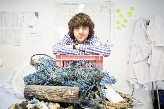 Chàng thanh niên mang hoài bão dọn sạch biển hợp tác cùng Microsoft, chế tạo tàu gom rác tự hành chạy bằng năng lượng Mặt Trời - Ảnh 1.