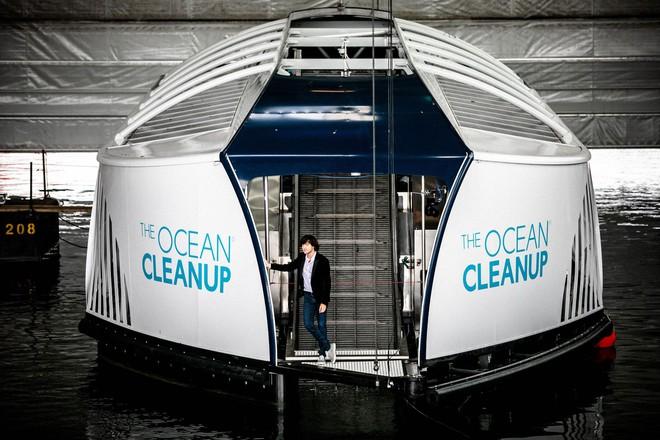 Chàng thanh niên mang hoài bão dọn sạch biển hợp tác cùng Microsoft, chế tạo tàu gom rác tự hành chạy bằng năng lượng Mặt Trời - Ảnh 3.