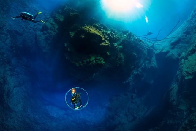 Choáng ngợp trước bức ảnh panorama độ phân giải 826.9MP dưới lòng đại dương xanh - Ảnh 3.