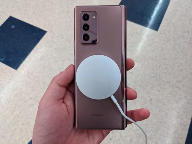 Sạc không dây MagSafe mới của Apple có thể hoạt động với cả Galaxy Z Fold 2 của Samsung - Ảnh 3.