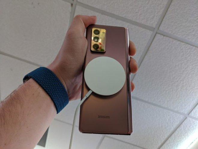 Sạc không dây MagSafe mới của Apple có thể hoạt động với cả Galaxy Z Fold 2 của Samsung - Ảnh 4.
