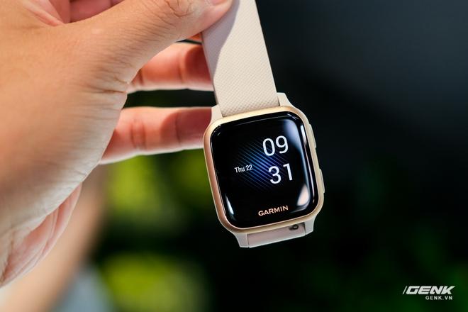 Cận cảnh smartwatch Garmin Venu Sq: Nhỏ nhắn, nhẹ đến nỗi đeo như không đeo, 20 chế độ luyện tập thể thao, đo được nồng độ Oxy trong máu, giá bằng 1 nửa bản Venu gốc - Ảnh 2.