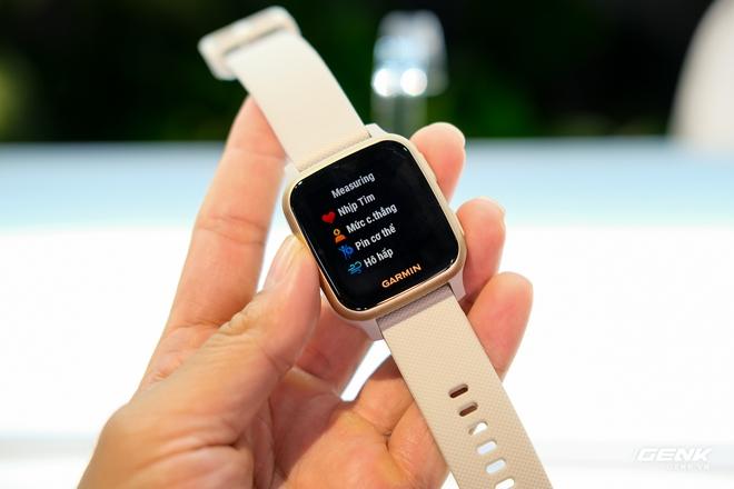 Cận cảnh smartwatch Garmin Venu Sq: Nhỏ nhắn, nhẹ đến nỗi đeo như không đeo, 20 chế độ luyện tập thể thao, đo được nồng độ Oxy trong máu, giá bằng 1 nửa bản Venu gốc - Ảnh 4.