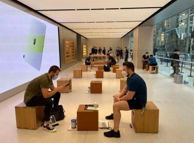 Dân tình vẫn xếp hàng dài chờ mua iPhone 12 bất chấp COVID-19 - Ảnh 3.