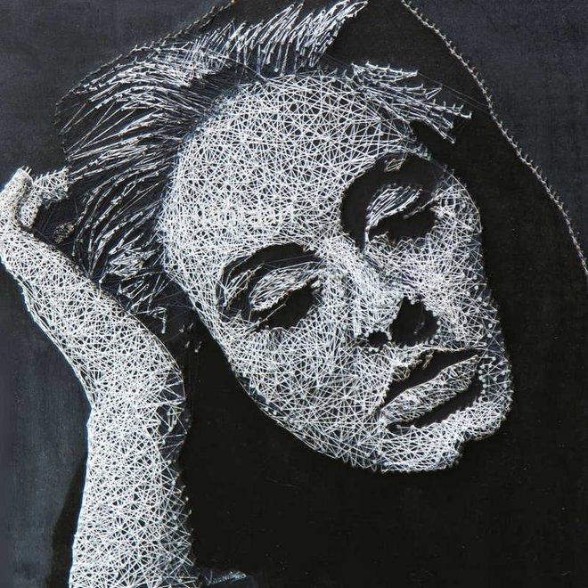 Chỉ bằng đinh và sợi chỉ, nghệ sỹ người Nga khiến người xem trầm trồ thán phục với các tác phẩm nghệ thuật chân dung độc đáo - Ảnh 7.