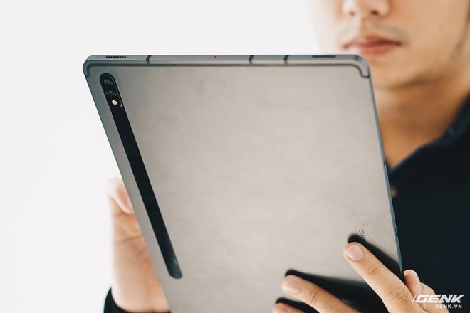 Đánh giá Galaxy Tab S7+: Hoàn toàn có cửa cạnh tranh với iPad - Ảnh 2.