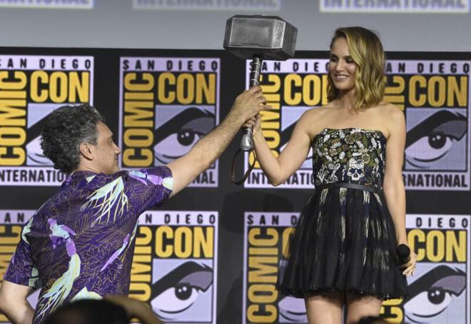 Natalie Portman tuyên bố Jane sẽ sử dụng Mjolnir trong Thor: Love and Thunder - Ảnh 1.