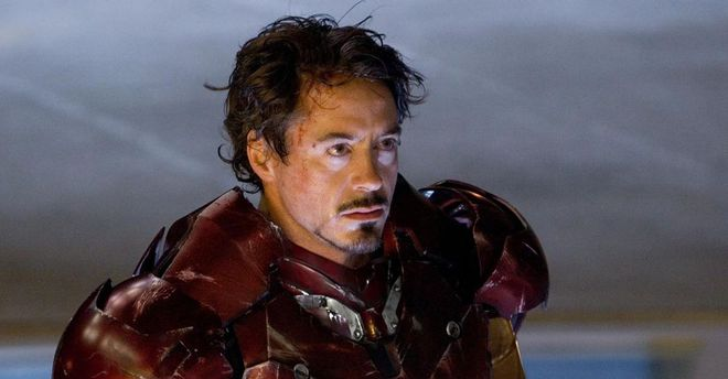 Bộ giáp sắt trong Iron Man 1 khiến Robert Downey Jr. mù dở, cứ đội mũ lên là không thấy gì xung quanh - Ảnh 1.