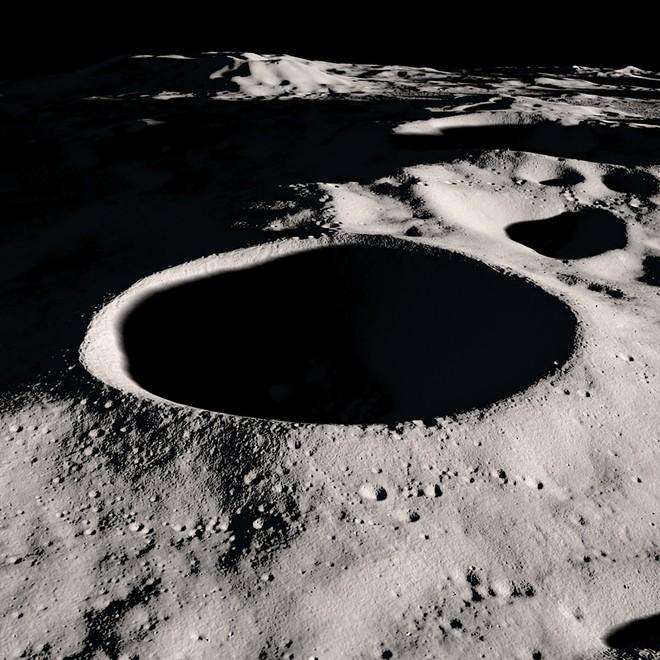 Phát hiện chấn động của NASA về Mặt Trăng: Nước nhiều hơn chúng ta tưởng - Ảnh 1.