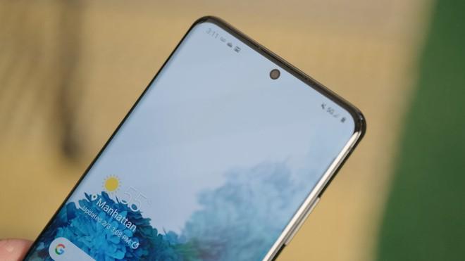Báo Hàn đưa tin Samsung có thể sẽ học tập Apple, không bán kèm tai nghe và củ sạc trong hộp Galaxy S21 - Ảnh 1.