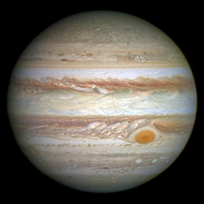 Lần đầu tiên, tàu Juno của NASA chụp được loạt hiện tượng phóng điện màu xanh/hồng trên Sao Mộc - Ảnh 3.