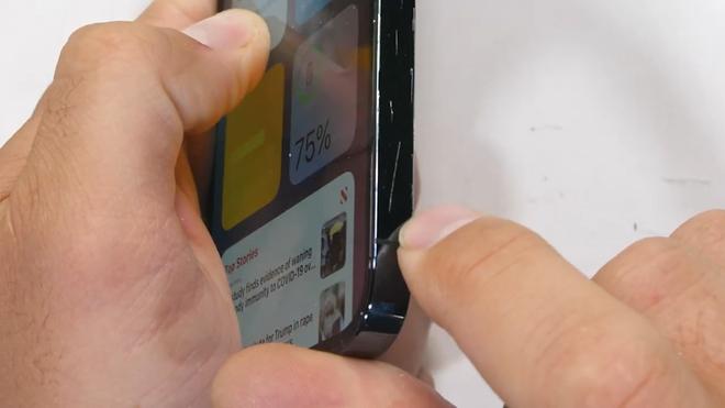 Tra tấn iPhone 12 Pro: Màn hình Ceramic Shield bền nhưng không chống xước - Ảnh 7.