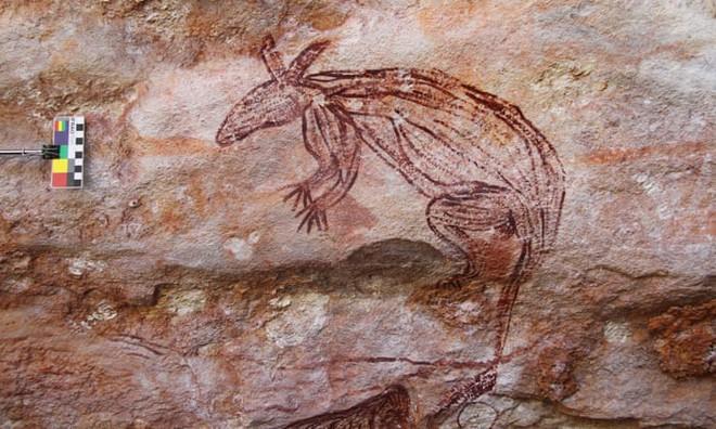 Những bức vẽ khổng lồ trên đá tiết lộ cuộc sống của thổ dân Australia gần 10.000 năm trước - Ảnh 2.