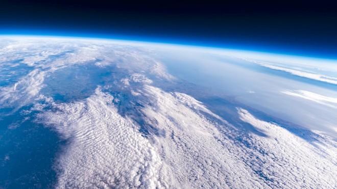 Sigma buộc 2 chiếc máy ảnh vào bóng bay để chụp lại ảnh Trái đất từ Vũ trụ - Ảnh 3.