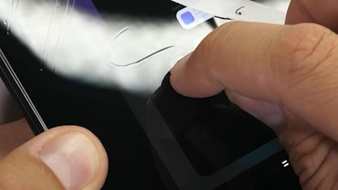 Tra tấn Galaxy Z Fold2: Màn hình vẫn dễ xước, nhưng bản lề và khung viền được nâng cấp bền hơn - Ảnh 5.