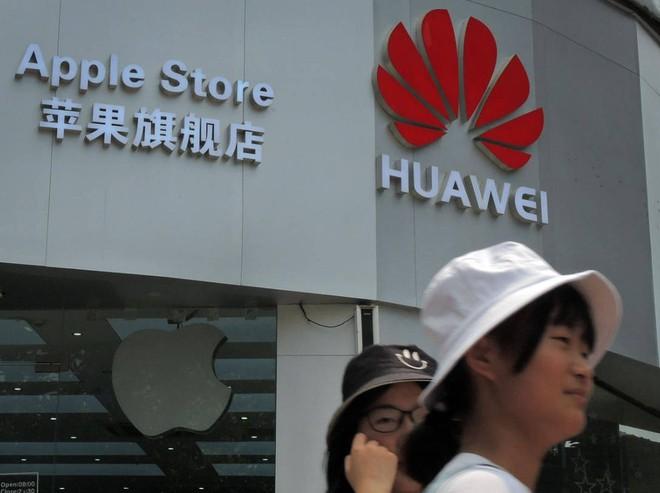 Lệnh hạn chế nhắm vào Huawei sẽ tạo cơ hội hoàn hảo thúc đẩy doanh số iPhone - Ảnh 1.