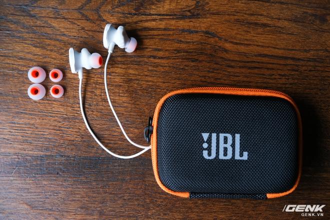 Trên tay JBL Quantum 50: Tai nghe có dây dành cho dân chơi game, housing hầm hố, nhiều phím chức năng, giá dưới 900.000 đồng - Ảnh 2.