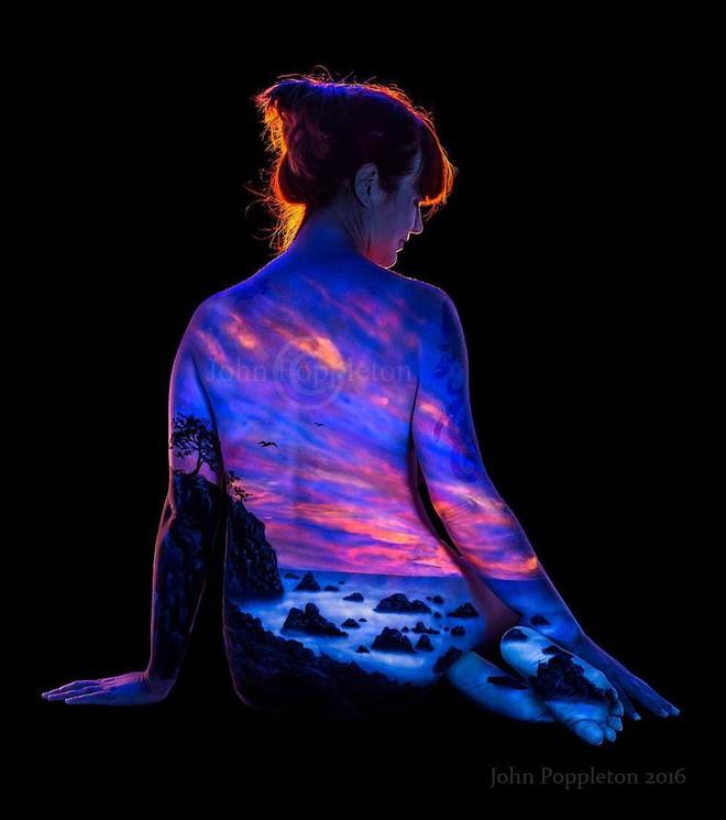 Chiêm ngưỡng loạt tác phẩm nghệ thuật body paiting đặc sắc chỉ tỏa sáng trong đêm tối - Ảnh 6.