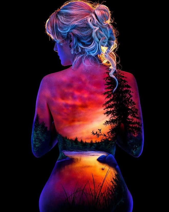 Chiêm ngưỡng loạt tác phẩm nghệ thuật body paiting đặc sắc chỉ tỏa sáng trong đêm tối - Ảnh 5.