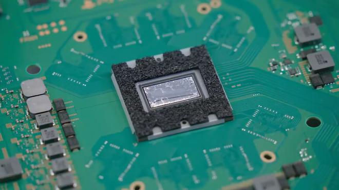 Công nghệ ngầu nhất nhì thị trường: PS5 tản nhiệt bằng kim loại lỏng - Ảnh 3.