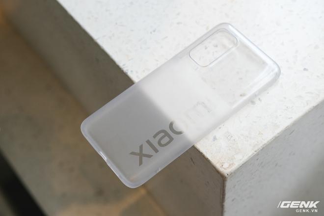 Trên tay Xiaomi Mi 10T Pro 5G: Mặt lưng bóng bẩy, màn LCD 144Hz, cấu hình mạnh dư sức chơi Genshin Impact mức cao nhất - Ảnh 3.