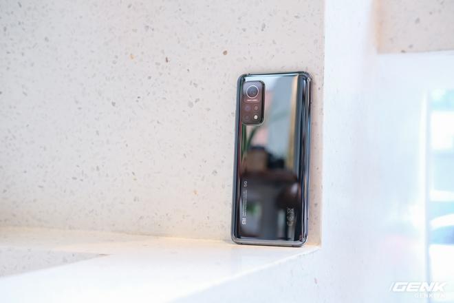 Trên tay Xiaomi Mi 10T Pro 5G: Mặt lưng bóng bẩy, màn LCD 144Hz, cấu hình mạnh dư sức chơi Genshin Impact mức cao nhất - Ảnh 4.