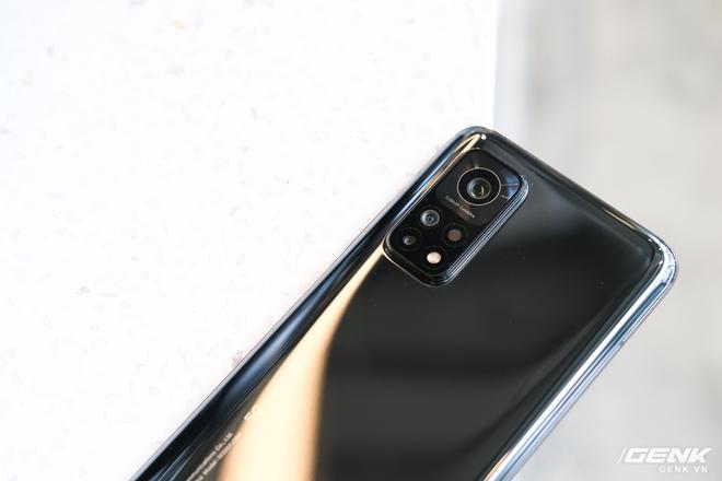 Trên tay Xiaomi Mi 10T Pro 5G: Mặt lưng bóng bẩy, màn LCD 144Hz, cấu hình mạnh dư sức chơi Genshin Impact mức cao nhất - Ảnh 10.