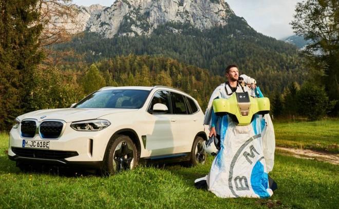 Ngạc nhiên với bộ đồ bay điều khiển bằng điện của BMW, động cơ siêu khủng cho phép lao đi với vận tốc 300km/h - Ảnh 2.