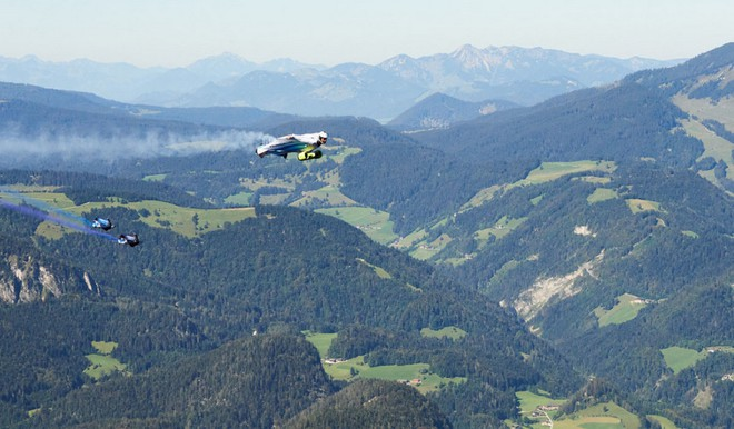 Ngạc nhiên với bộ đồ bay điều khiển bằng điện của BMW, động cơ siêu khủng cho phép lao đi với vận tốc 300km/h - Ảnh 4.