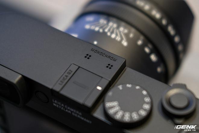 Trên tay Leica Q2 Monochrom đầu tiên tại Việt Nam: Phiên bản chỉ dành cho tín đồ đen trắng, loại bỏ logo chấm đỏ, chi tiết da bọc và lớp sơn được thay đổi, giá 155 triệu đồng - Ảnh 7.
