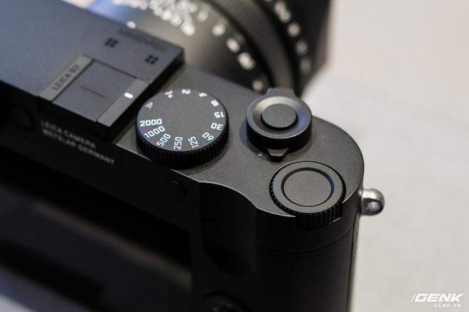 Trên tay Leica Q2 Monochrom đầu tiên tại Việt Nam: Phiên bản chỉ dành cho tín đồ đen trắng, loại bỏ logo chấm đỏ, chi tiết da bọc và lớp sơn được thay đổi, giá 155 triệu đồng - Ảnh 8.