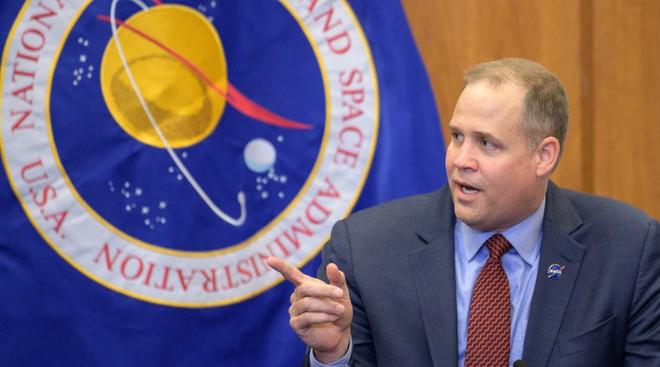 Giám đốc NASA muốn từ chức nếu Biden đắc cử Tổng thống Mỹ - Ảnh 1.