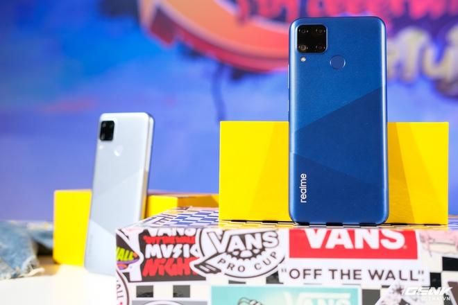 Trên tay Realme C15 tại Việt Nam: Thiết kế giống C12, thêm 1 camera sau, tăng thêm 1GB RAM, chạy Snapdragon 460, giá 4,19 triệu đồng - Ảnh 1.