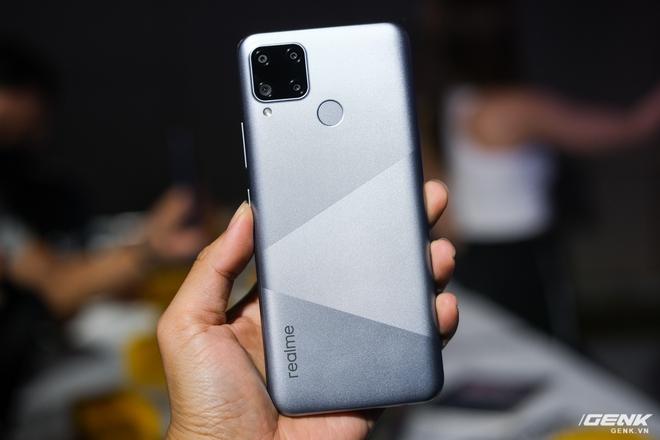 Trên tay Realme C15 tại Việt Nam: Thiết kế giống C12, thêm 1 camera sau, tăng thêm 1GB RAM, chạy Snapdragon 460, giá 4,19 triệu đồng - Ảnh 4.