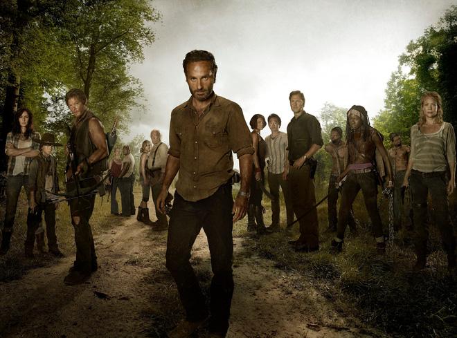 Không chỉ fan, biên kịch The Walking Dead cũng không nuốt trôi cái chết tàn bạo của Glenn và Abraham - Ảnh 1.