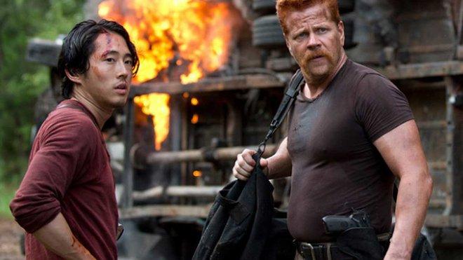 Không chỉ fan, biên kịch The Walking Dead cũng không nuốt trôi cái chết tàn bạo của Glenn và Abraham - Ảnh 2.