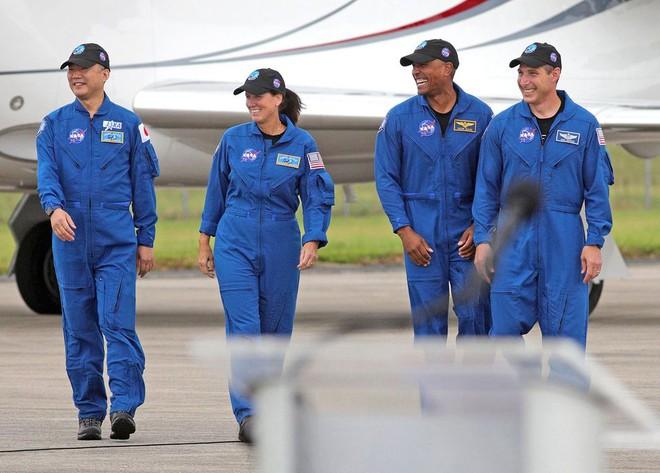 NASA hợp tác với SpaceX, thực hiện chuyến bay lịch sử mang nhiều cái đầu tiên nhất lên Trạm Vũ trụ Quốc tế ISS - Ảnh 4.