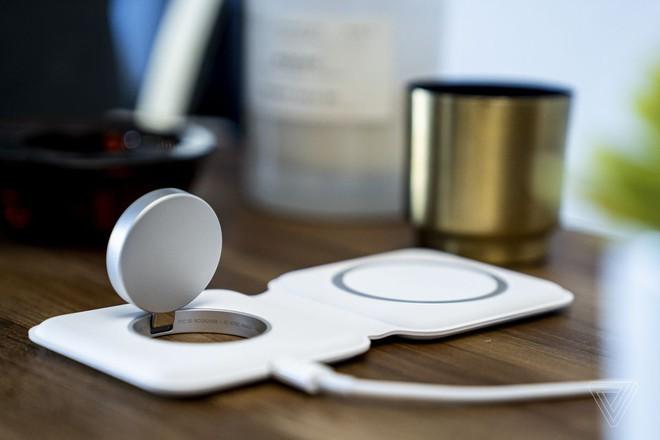 Sạc không dây MagSafe Duo của Apple sạc yếu hơn MagSafe thông thường - Ảnh 1.