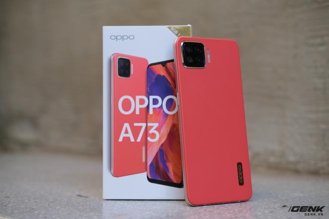 Trên tay OPPO A73 tại Việt Nam: Thiết kế khá retro, 4 camera sau, màn hình AMOLED, sạc nhanh VOOC 4 30W, giá chưa đến 5 triệu đồng