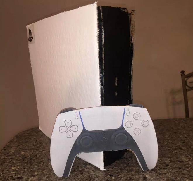 Game thủ bán PS5 làm bằng bìa carton với giá 400 USD để lấy tiền mua máy thật, thế mà vẫn có người mua mới tài - Ảnh 2.
