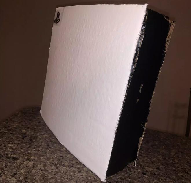 Game thủ bán PS5 làm bằng bìa carton với giá 400 USD để lấy tiền mua máy thật, thế mà vẫn có người mua mới tài - Ảnh 3.