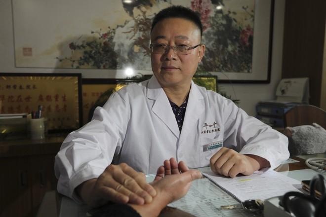 Vị bác sĩ Trung Quốc tuyên bố đông y có khả năng chữa khỏi hoàn toàn bệnh tiểu đường - Ảnh 1.