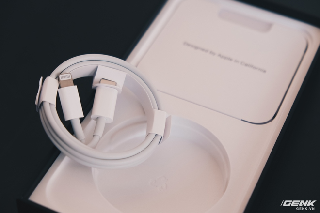 Trên tay củ sạc Xiaomi 20W dành cho iPhone: Giá 130.000 đồng, sạc nhanh như củ sạc Apple - Ảnh 1.
