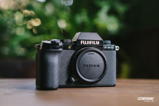 Trên tay Fuji X-S10: Máy ảnh Fujifilm dành cho người chưa từng dùng Fujifilm - Ảnh 1.