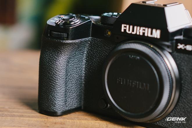Trên tay Fuji X-S10: Máy ảnh Fujifilm dành cho người chưa từng dùng Fujifilm - Ảnh 2.