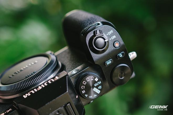 Trên tay Fuji X-S10: Máy ảnh Fujifilm dành cho người chưa từng dùng Fujifilm - Ảnh 4.